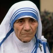 Ismert Szűz csillagjegyű szülött Teréz Anya Artemisz Asztrológia Debrecen