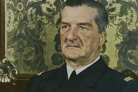 Plútó Uránusz kvadrát 1932-1936 Horthy Miklós kormányzó Artemisz Asztrológia Iskola Debrecen