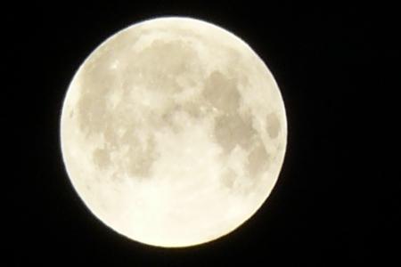 Miért látjuk a Holdnak mindig ugyanazt az arcát Artemisz Asztrológia Iskola Debrecen
