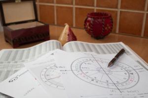 Államilag nyilvántartott asztrológia oktatás Artemisz Asztrológia Debrecen
